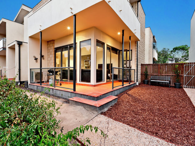 3/30 Diamond Boulevard Greensborough